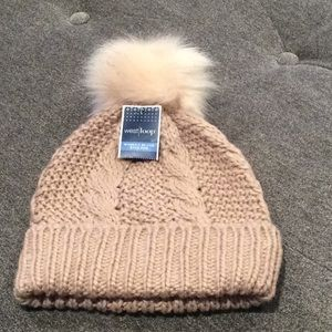 NWT West Loop women's beanie w/ Pom-Mauve in color